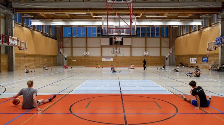 Das Dach konnte mittlerweile abgedichtet werden. Trotzdem hat sich die Birsfelder Sporthalle als wenig alltagstauglich erwiesen. (G.Kefalas/Key)