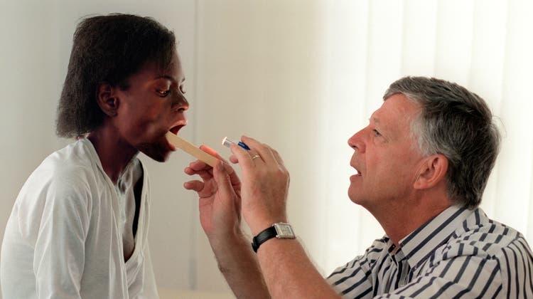 Engagement vor Ort: Ruedi Lüthy hat sein Leben dem Kampf gegen Aids gewidmet. (Keystone)