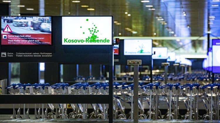 Reiesende aus Kosovo und Nordmazedonien müssen nachweisen, dass sie geimpft sind. (Symbolbild) (Keystone)