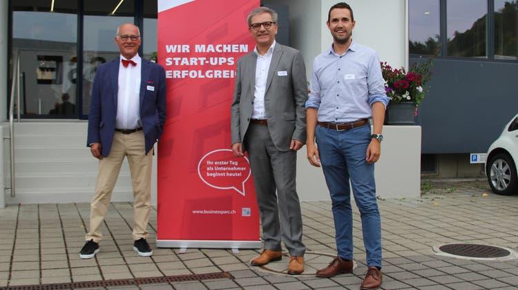 Neu auch in Liestal zuhause (von links): Klaus Endress, Präsident Stiftung Regionales Gründerzentrum Reinach; Melchior Buchs, Leiter; Josia Röhm, Coach. (Business Parc)
