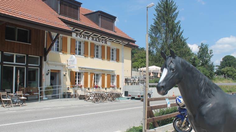 Ein Bild aus besseren Zeiten: Mittlerweile ist das Restaurant Pony Ranch in Seewenwieder geschlossen. (Dimitri Hofer)