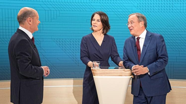 Merkel und Laschet warnen vor Rot-Grün-Rot ++ Gelingt der CDU/CSU ein Comeback? ++ Noch liegt die SPD im Kanzlerrennen vorn