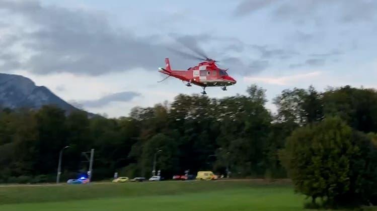 E-Bike-Fahrerin nach Selbstunfall mit Helikopter ins Spital geflogen