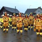 Ein Teil der Grabser Feuerwehr-Mannschaft mit neuer Brandschutzbekleidung. (Bilder: Hansruedi Rohrer)