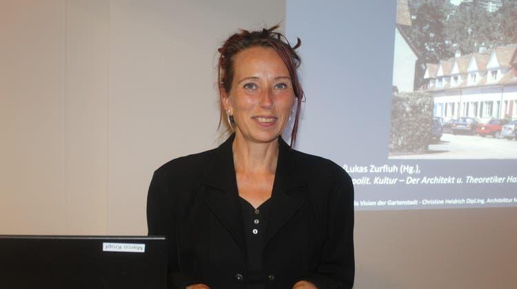 Architektin Christine Heidrich referiert über den Visionär Hans Bernoulli. (André Weyermann)