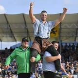 Samuel Giger feiert in Mels seinen 22. Kranzfestsieg– den siebten in dieser Saison. (Gian Ehrenzeller / KEYSTONE)