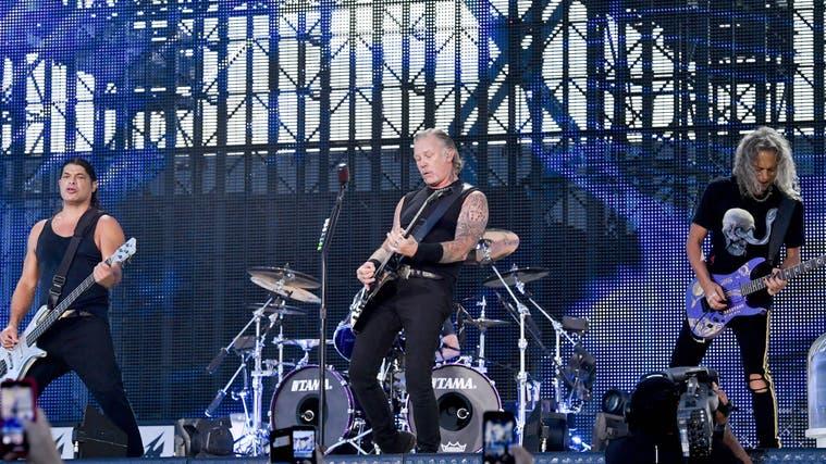 Die weltberühmte Rockband Metallica während eines Konzerts vor Corona in Prag vor 70'000 Menschen. (Bild: Imago/Vit Simanek)