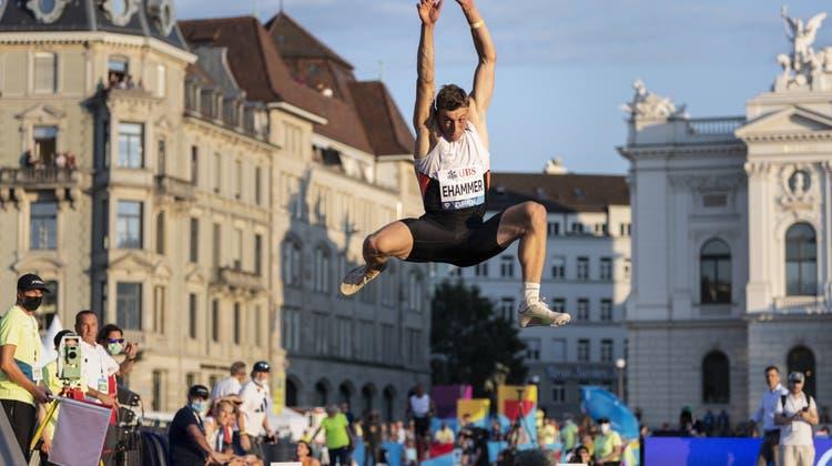 Simon Ehammer war mit einer Fersenprellung in den Weitsprung-Wettkampf von «Weltklasse Zürich» gestartet. (Ennio Leanza / KEYSTONE)