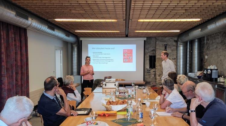 Angeregte Diskussionsrunde für nachhaltige Verkehrslösungen im Siggenthal