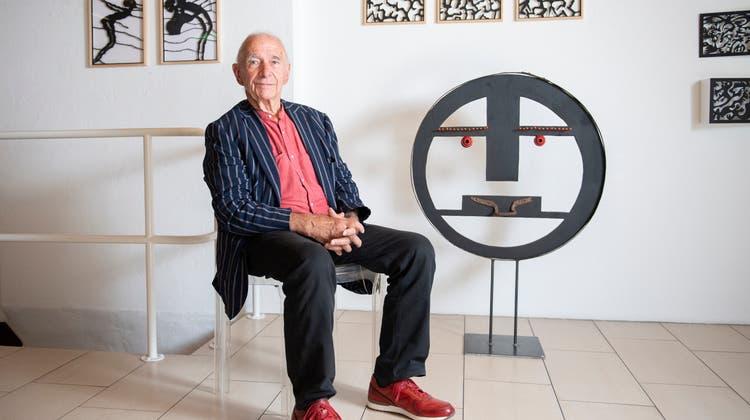 Beat O. Iten (79), hier in der Z-Galerie in Baar, ist seit Jahrzehnten in der Zuger Kulturszene fest verankert. (Bild: Maria Schmid (13. September 2021))
