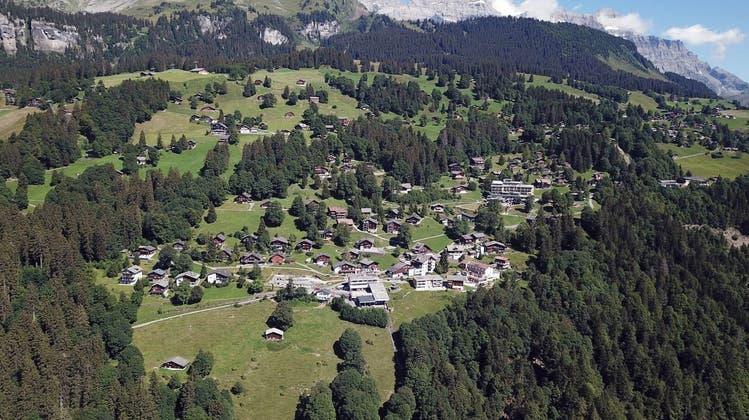 Die Bergterrasse von Braunwald soll verkehrsfrei bleiben. Glarus will Ideen für eine Strassenerschliessung definitiv nicht weiterverfolgen. (HO)
