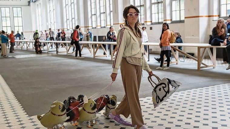 60 Fünf-Minuten-Auftritte: Furiose Vielfalt am20. International Performance Art in Giswil