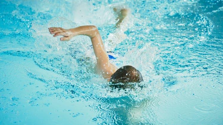 Das Schlieremer Schwimmangebot ist beschränkt. Im Bild ist das Freibad im Moos zu sehen. (Colin Frei)