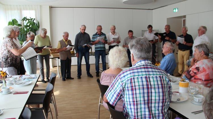 Das Chörli der Arboner Seniorenvereinigung bei einem Auftritt. (Bild: Hedy Züger)