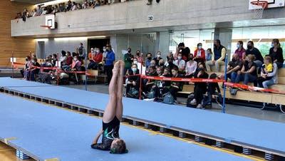 Elisa Eggenberger erturnte sich eine 9,40 am Boden und durfte sich am Ende über Platz zwölf und eine Auszeichnung freuen. (PD)