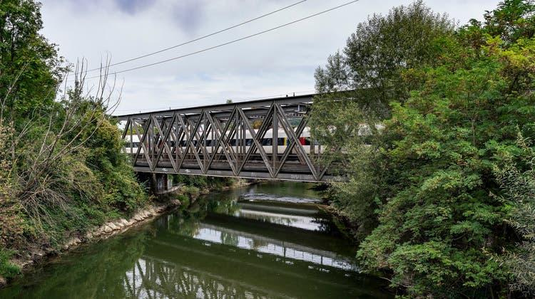 Die neuen sollen wie die alten aussehen: die zwei Birsbrücken in Münchenstein. (Kenneth Nars)