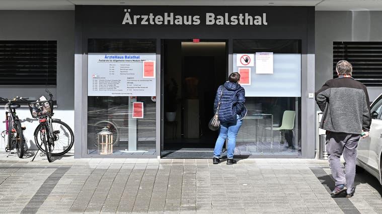 Seit 2012 gibt es das Ärztehaus Balsthal. Heute arbeiten dort sechs Hausärzte und eine Kinderärztin. Damit ist das Zentrum das grösste seiner Art im Thal. (Bruno Kissling)