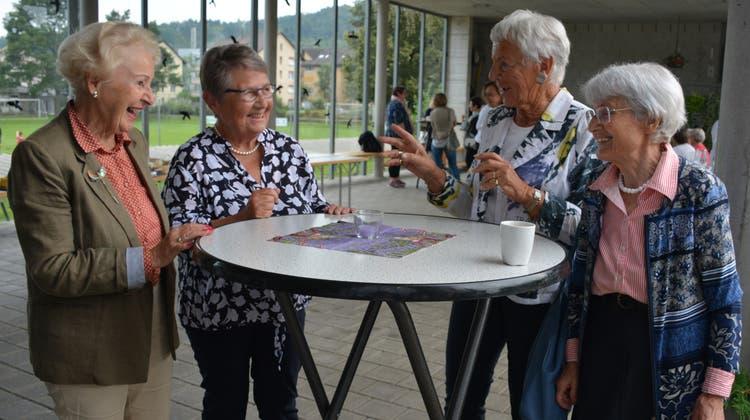 In angeregter Diskussion: Margrit Camenzind, Vreni Schawalder, Trudy Aepli und DorotheGlauser. (Bild: Monika Wick (Sitterdorf, 10. September 2021))
