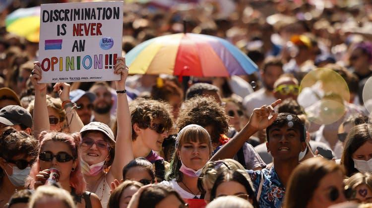 An der Pride in Zürich haben am 4. September Tausende gegen Diskriminierung demonstriert und für ein Ja zur «Ehe für alle» mobilisiert. (Michael Buholzer / KEYSTONE)