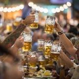 Stimmung und viel Bier am Oktoberfest in Konstanz. (Bild: Reto Martin)