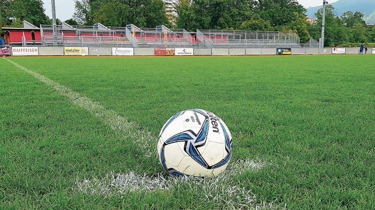 Basel kann kommen, die Zusatztribünen stehen auf der Kellen. Aber noch ruht der Ball – bis am Sonntag, 14.30 Uhr. (Bild: Rudolf Hirtl)