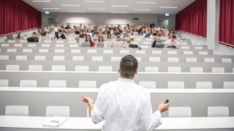 Die Zertifikatspflicht für Studierende wurde für das kommende Semester auch an der Universität Luzern angekündigt. (Bild: Roger Gruetter)