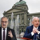 Die SVP-Bundesräte Ueli Maurer (links) und Guy Parmelin stehen unter grossem Druck. (Peter Klaunzer / KEYSTONE)