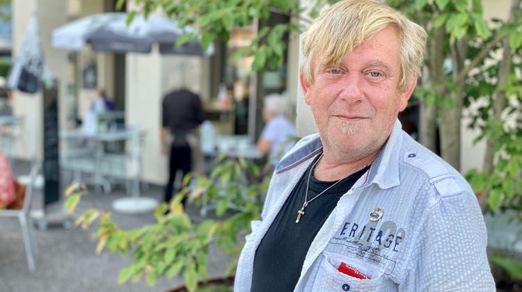 Der Flawiler Bahnhof ist Martin Rüttis zweites Zuhause. Mit einer Unterschriftensammlung hat er sich für mehr Sicherheit in diesem Bereich eingesetzt, jetzt will er in in die Politik. (Bild: Andrea Häusler)