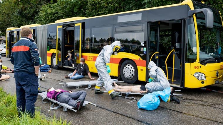 Hier wird ein BLT-Busunfall mit vielen Verletzten nachgestellt. (Kenneth Nars)