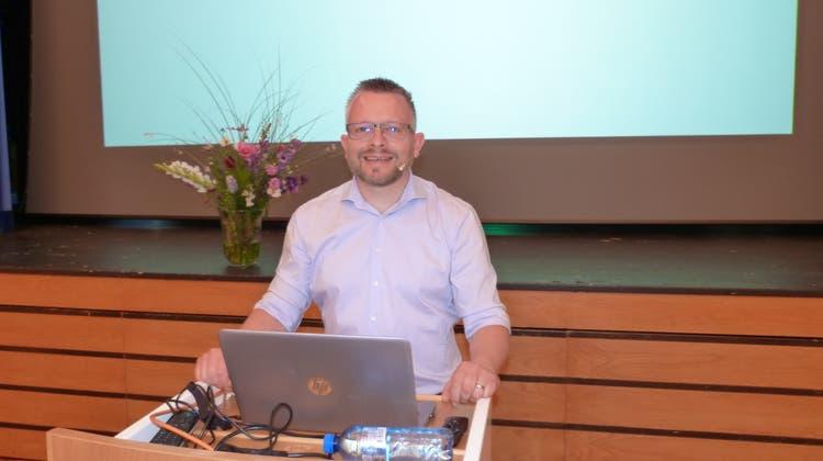 Den Vortrag über Cyberkriminalität hält Daniel Meili von der Kriminalprävention. (Bild: Kurt Lichtensteiger)