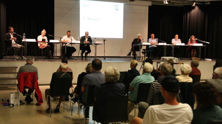 Die Podiumsdiskussion zur Gemeinderatswahl am 26. September in der Stadthalle Laufenburg war gut besucht. (Peter Schütz / Aargauer Zeitung)