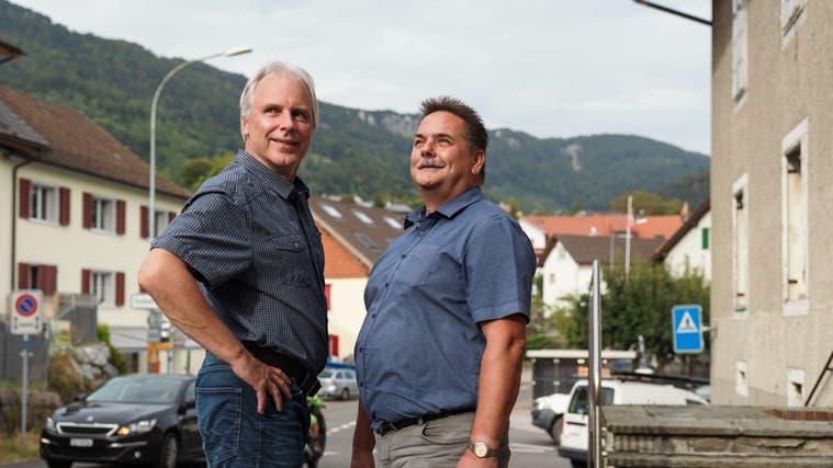 Rolf Sterki (links) gibt das Amt als Gemeindepräsident an Max Berner ab (Hanspeter Bärtschi)