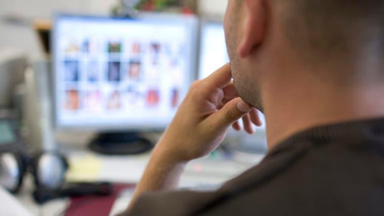 Im Nachrichtendienst KIK verschaffte sich der Angeklagte kinderpornografische Dateien und schickte diese weiter. Symbolbild. (Martin Ruetschi / KEYSTONE)