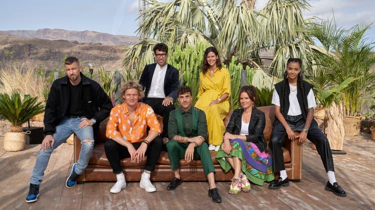 Gruppenbild mit Sofa: Diese Musiker und Musikerinnen bestreiten die dritte Staffel der Sendung. (Andrea Camen)