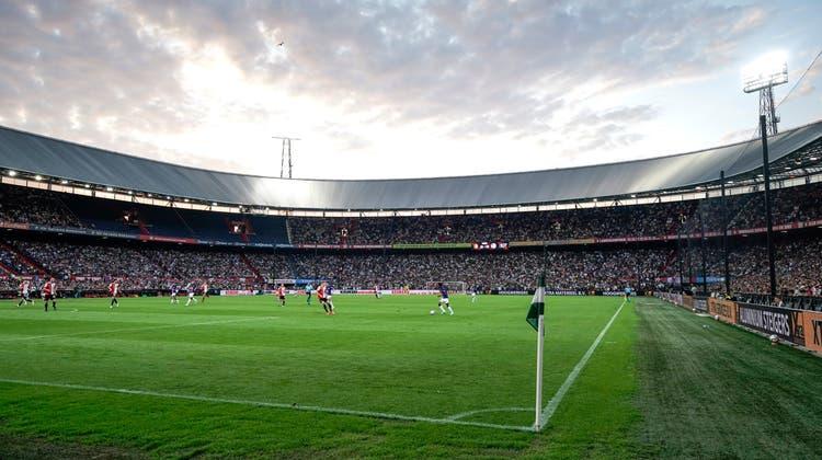 De Kuip - das Stadion von Feyenoord Rotterdam, einem der besten Teamsin der Conference League. (Freshfocus)