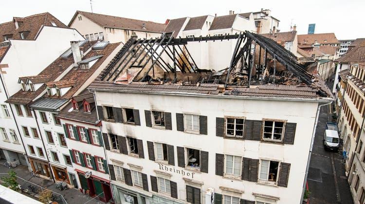 Ein Blick zurück: Die Ursache, warum das Gebäude brannte, ist bisher nicht bekannt. (Nicole Nars-Zimmer)