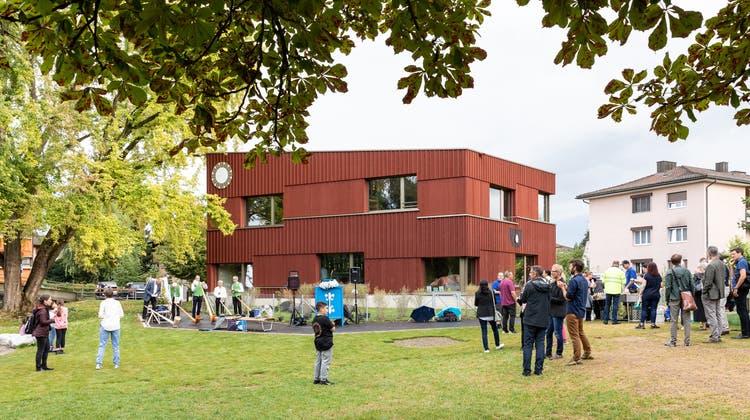 Mit Alphörnern, Kinderstimmen und neuem Markenzeichen: Der Doppelkindergarten Gjuchist offiziell eingeweiht