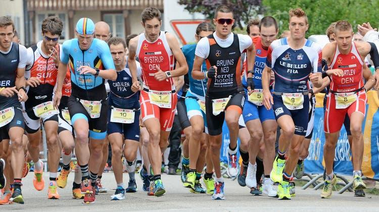 Die Elite-Athleten laufen alle gemeinsam los, in den Alterskategorien gibt es heuer neu gestaffelte Starts. (Bild: Michael Wyss/ZT)