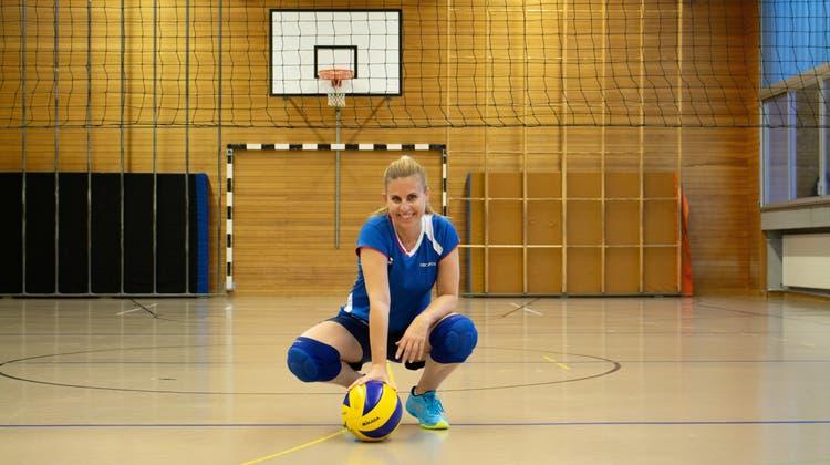 Monica Tuzza ist Präsidentin des VBC Moira in Dietikon und spielt schon seit ihrer Kindheit Volleyball. (Carmen Frei / Limmattaler Zeitung)