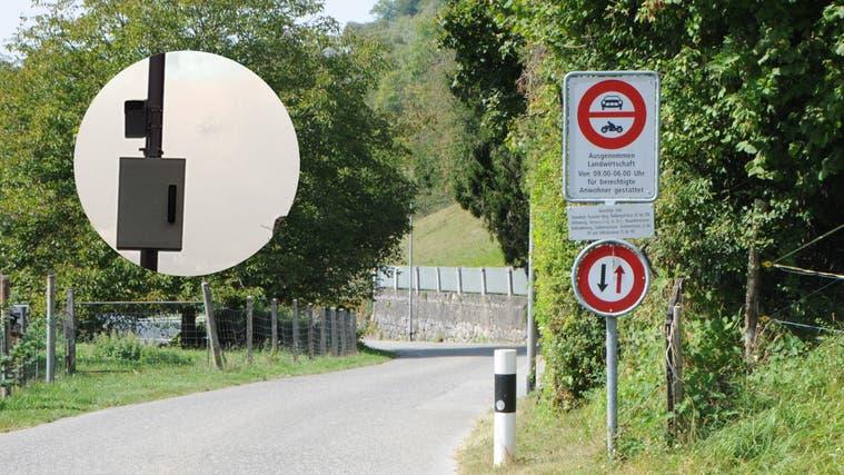 Fahrverbot: Die Fahrt durch die Rebbergstrasse in Ennetbaden ist nur von 9 bis 6 Uhr für Anwohner und Landwirte erlaubt. (Philipp Zimmermann)