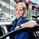 «Ich könnte das nie so wie Du»: Jana Stierlihat während ihrer ganzen Ausbildung an der Polizeischule in Hitzkirch die TV-Kamera im Nacken. (zVg/Polizei BL, SRF)