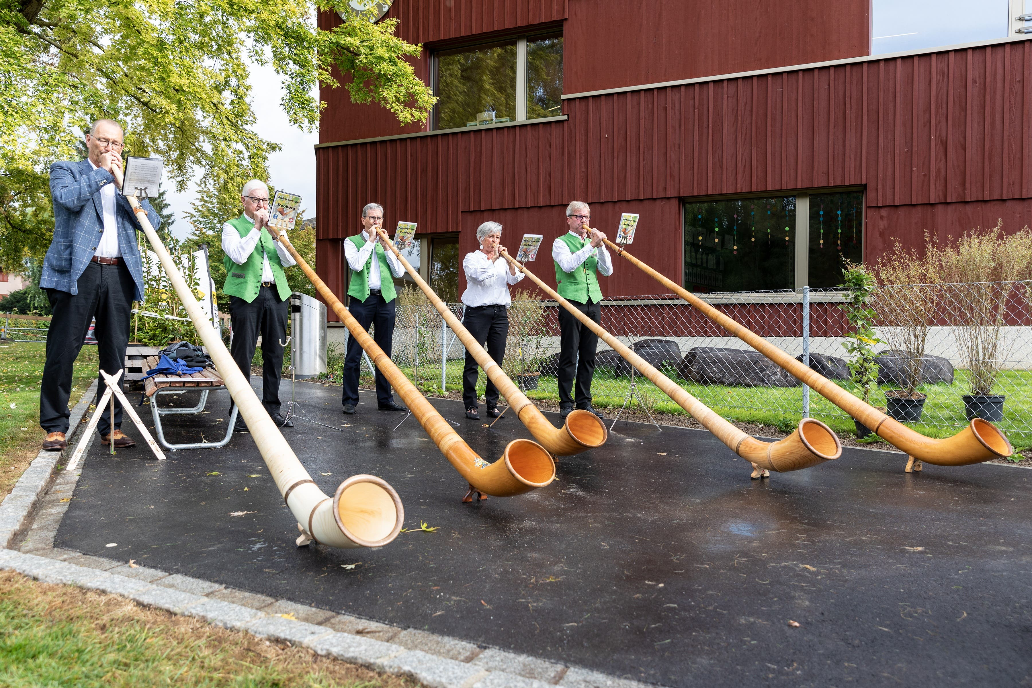 Mit Musik, Ansprachen und Bratwürsten wurde der Kindergarten nun noch offiziell eingeweiht.