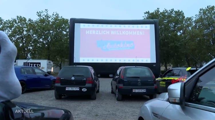 Mit Traktor, Popcorn, Wein und Decke: Wohnzimmer-Atmosphäre am Argovia Autokino in Wettingen