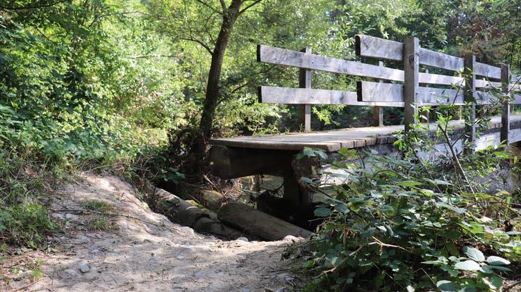 Seit Wochen nur noch schwer passierbar: die Holzbrücke im Naturwaldreservat Auschachen. (Maja Reznicek (14. September 2021))