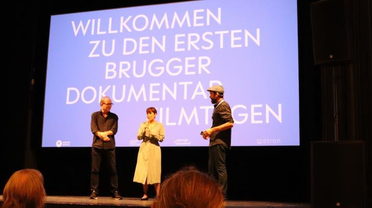 Neben den Filmvorstellungen finden Gesprächsrunden mit den Machern statt:Produzent Pascal Trächslin (links), Regisseurin Arami Ullón und Stephan Filati, Betriebsleitung Odeon, als Moderator. (Maja Reznicek)