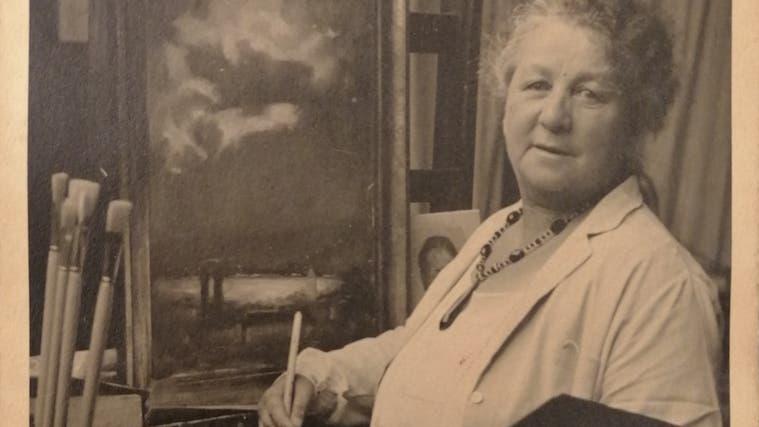 Dora Hauth-Trachsler wurde 1874 als uneheliches Kind eines Medizinstudenten aus der heutigen Ukraine und einer verwitweten Zürcher Schneiderin geboren. (Fundaziun Capauliana, Chur)