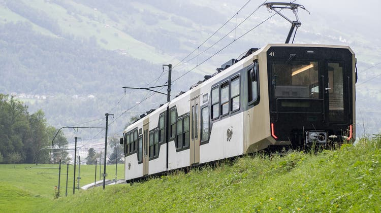 Die erste neue Zugkomposition der Rigi Bahnen AG waehrend einer Testfahrt am Mittwoch, 15. September 2021 zwischen Goldau und der Station Kraebel an der Rigi. Die neue Zugkomposition der Rigi Bahnen wurde von der Stadler Rail produziert und wird am Freitag Abend, 17. September 2021 feierlich praesentiert. (KEYSTONE/Urs Flueeler) (Urs Flueeler / KEYSTONE)