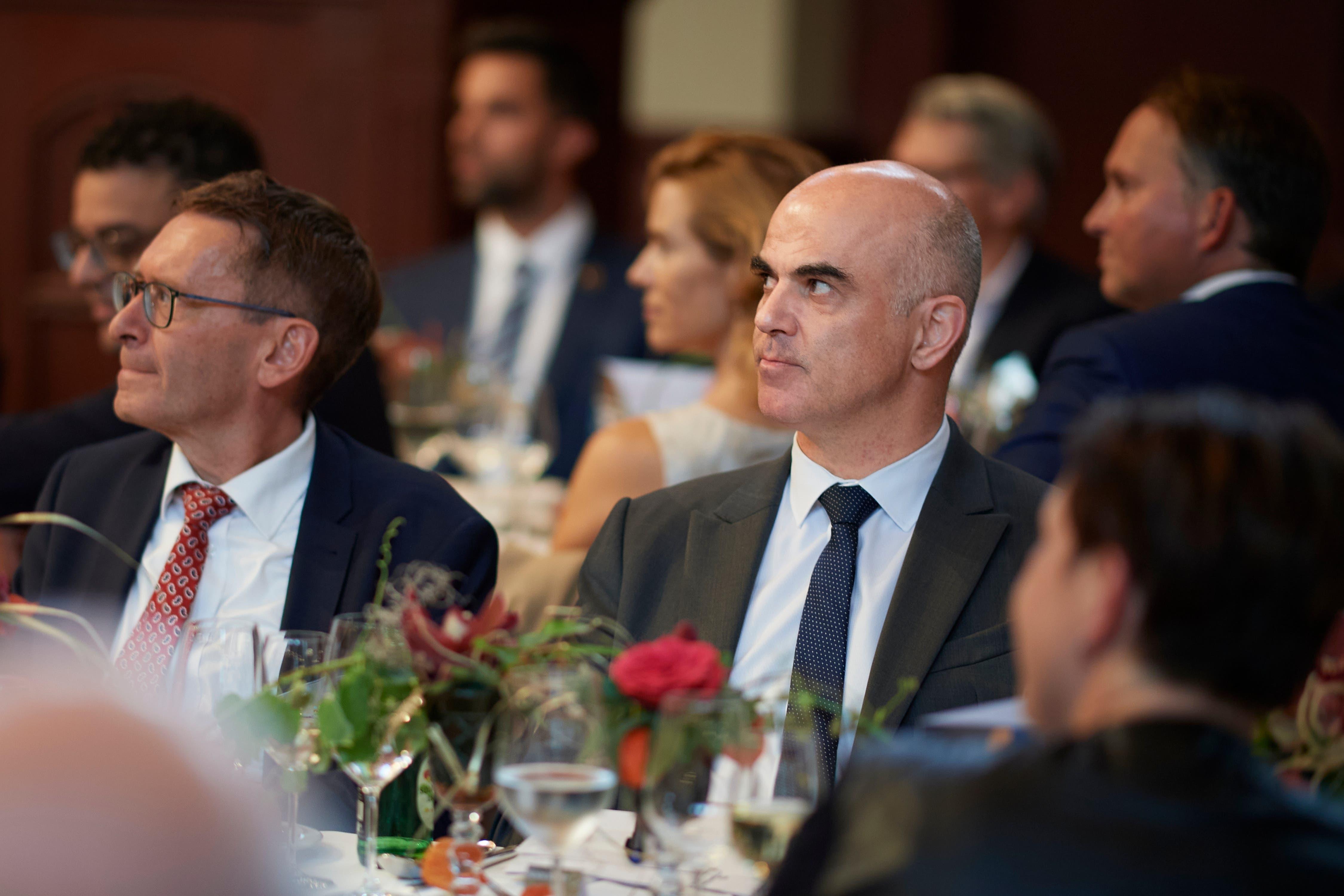 Aufmerksame Zuhörer: Ständerat Pirmin Bischof und Bundesrat Alain Berset.