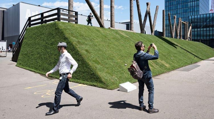 Die Art 2021 wird kleiner als die Kunstmessen vor Corona. Dennoch werden wieder internationale Kunst-Touristen nach Basel strömen. (Roland Schmid (13. Juni 2017))