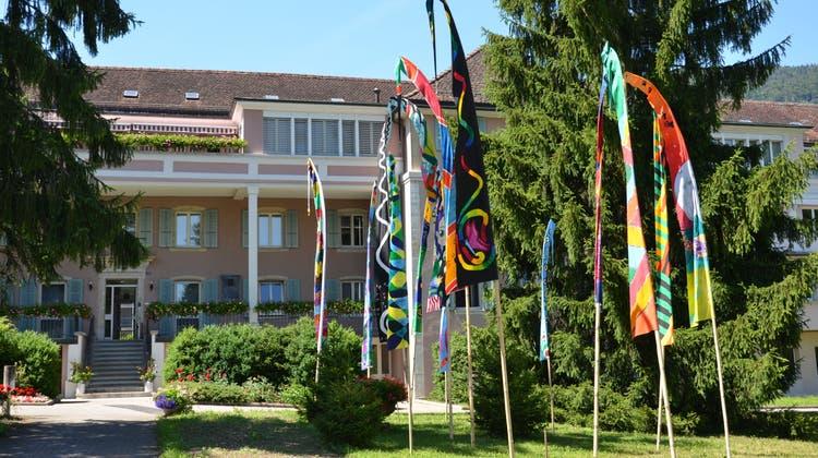 Das sonderpädagogische Zentrum Bachtelen verabschiedete seinen langjährigen Gesamtleiter Karl Diethelm. (Oliver Menge)